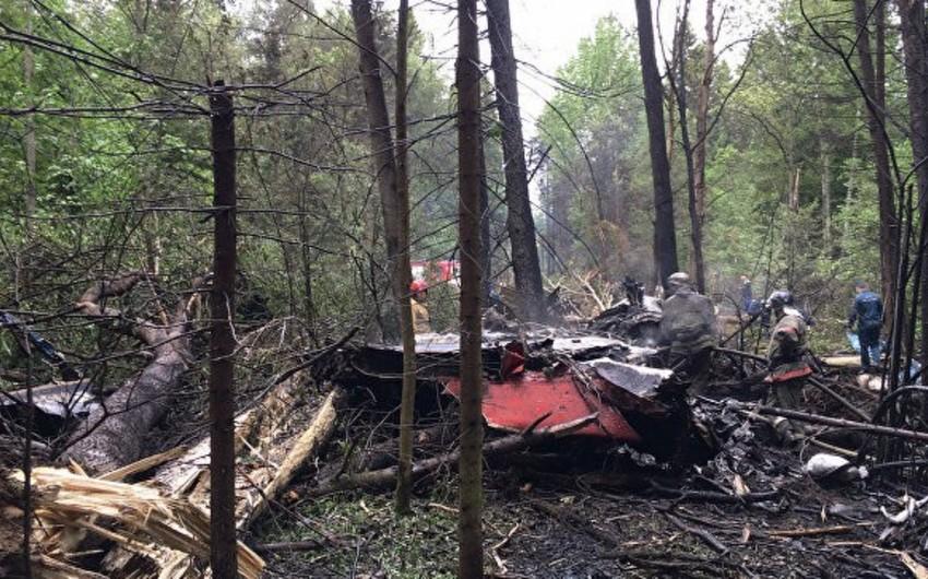 В Подмосковье самолет совершил жесткую посадку, пострадали двое человек