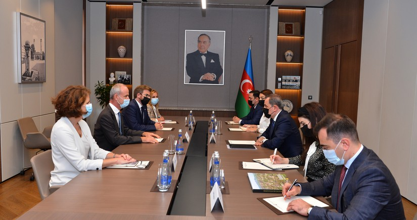 Azerbaijani FM, ICRC Vice-President mull expanding humanitarian mission
