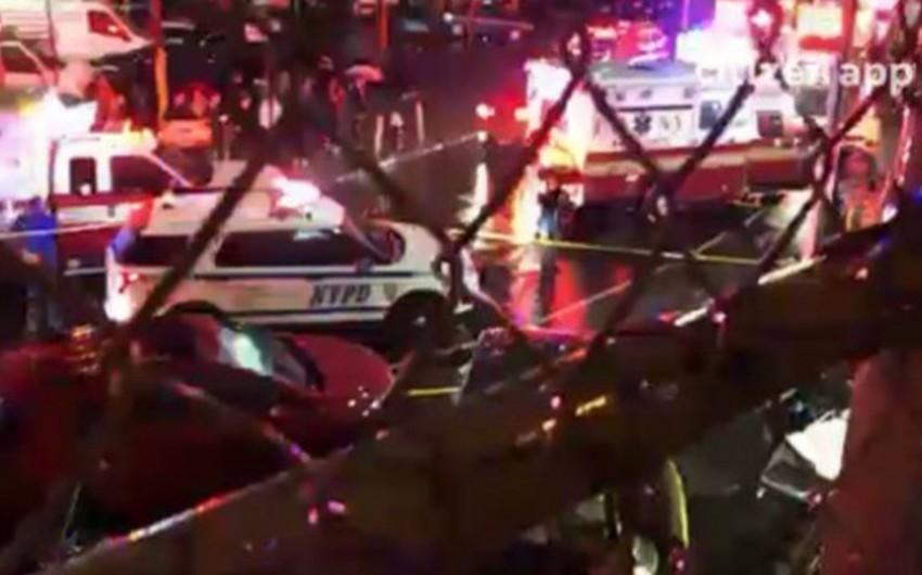 Nyu-Yorkda sürücü maşını piyadaların üzərinə sürüb, ölən və yaralananlar var - VİDEO