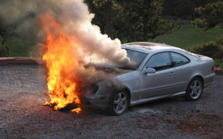 Yasamal rayonunda minik avtomobili yanıb