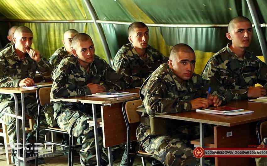 Gürcüstan ordusunun azərbaycanlı çağırışçılarına gürcü dili öyrədilir - FOTO