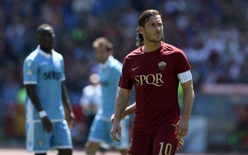 Məşhur italiyalı futbolçu 40 yaşında karyerasını başa vurur