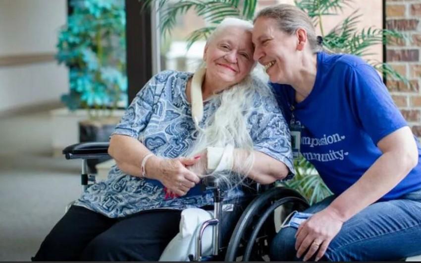 ABŞ-da iki bacı bir-birini 50 il sonra koronavirus sayəsində tapdı