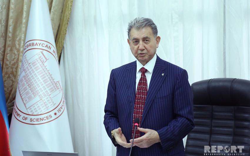 """Akif Əlizadə: """"Gənclər dil məsələsinə diqqət etmirlər"""""""