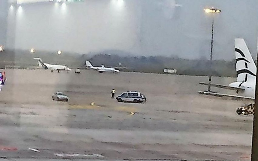 Almaniyada sürücü maşınla aeroport ərazisinə keçmək istəyib