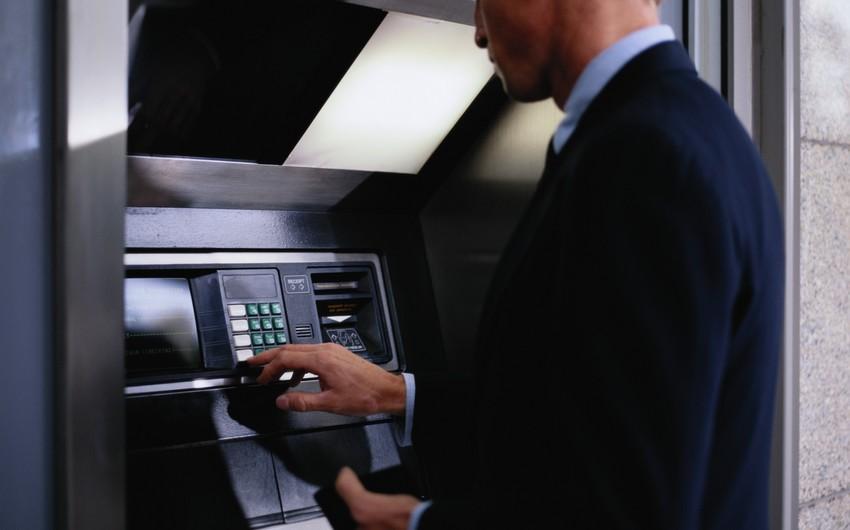 Azərbaycanda hər bankomata düşən orta əhalinin sayı 5% azalıb