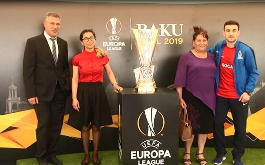 UEFA Avropa Liqasının kuboku Cocuq Mərcanlıda nümayiş etdirilib - VİDEO - YENİLƏNİB