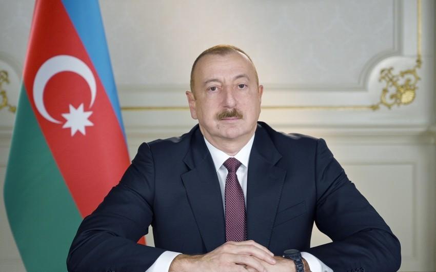 """Rəfiqə  Axundova """"Şöhrət"""" ordeni ilə təltif edilib"""