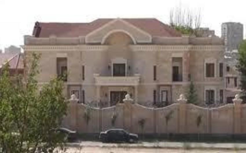 Ermənistanın keçmiş müdafiə naziri Yerevandakı villasını sökdürür
