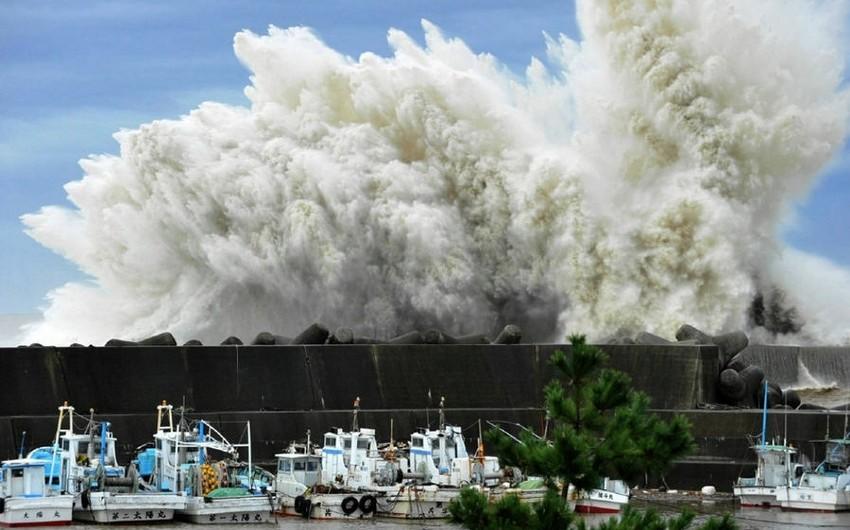 Yaponiyada qasırğa nəticəsində 300 min ev işıqsız qalıb