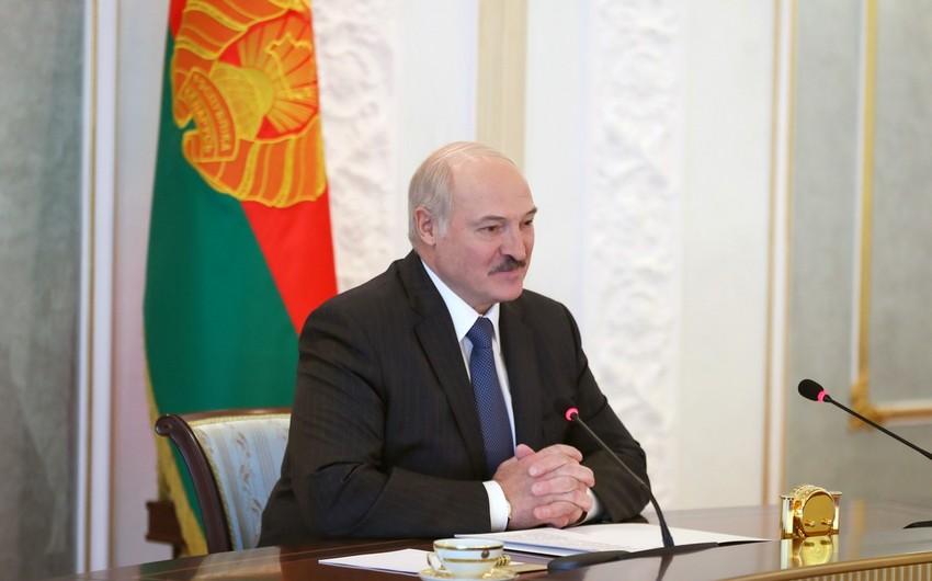 Lukaşenko hakimiyyəti hansı şərtlə təhvil verəcəyini açıqladı