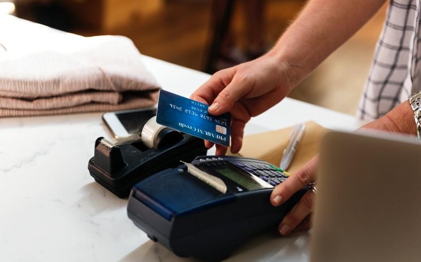Bu il Azərbaycana gələn xaricilərin bank kartları ilə apardıqları əməliyyatların dəyəri 1 milyard manatı ötüb