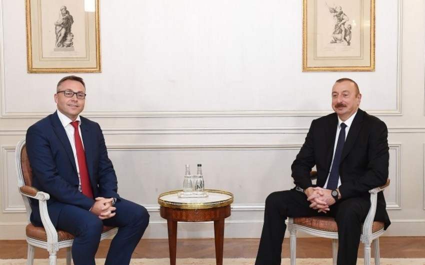 """Azərbaycan Prezidenti Parisdə """"Iveco France"""" şirkətinin prezidenti ilə görüşüb"""