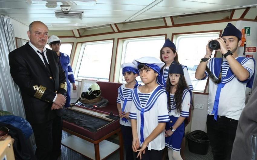 """Məktəblilər """"Mərdəkan"""" gəmisi ilə tanış olublar"""