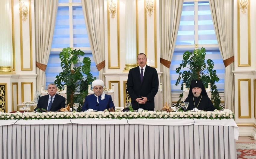 Prezident İlham Əliyev Ramazan ayı münasibətilə iftar mərasimində iştirak edib