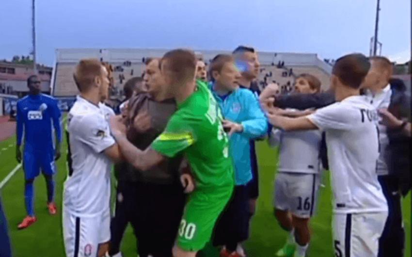 На полуфинальной встрече Кубка Украины произошла драка - ВИДЕО