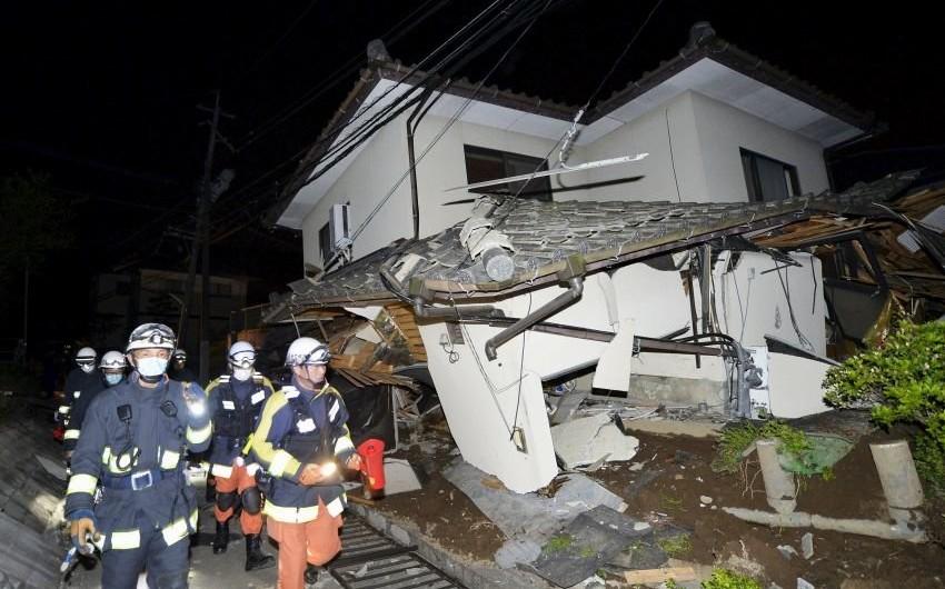 Yaponiyada 6 saat dağıntılar altında qalan körpəni xilas etmək mümkün olub