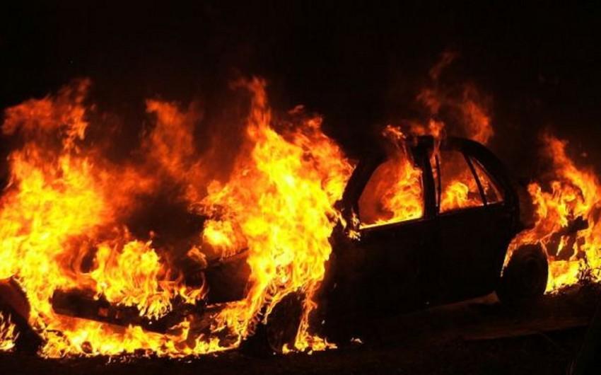Gəncədə içərisində sürücü olan avtomobil yanıb