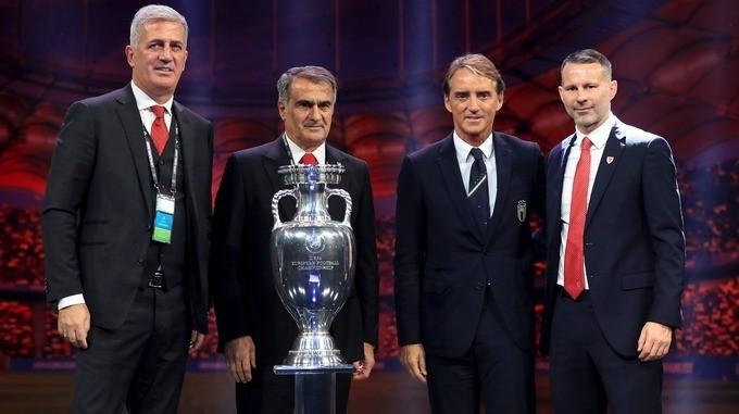 Vladimir Petkoviç, Şenol Günəş, Roberto Mançini və Rayan Giqqz AVRO-2020-nin püşkatma mərasimindən sonra