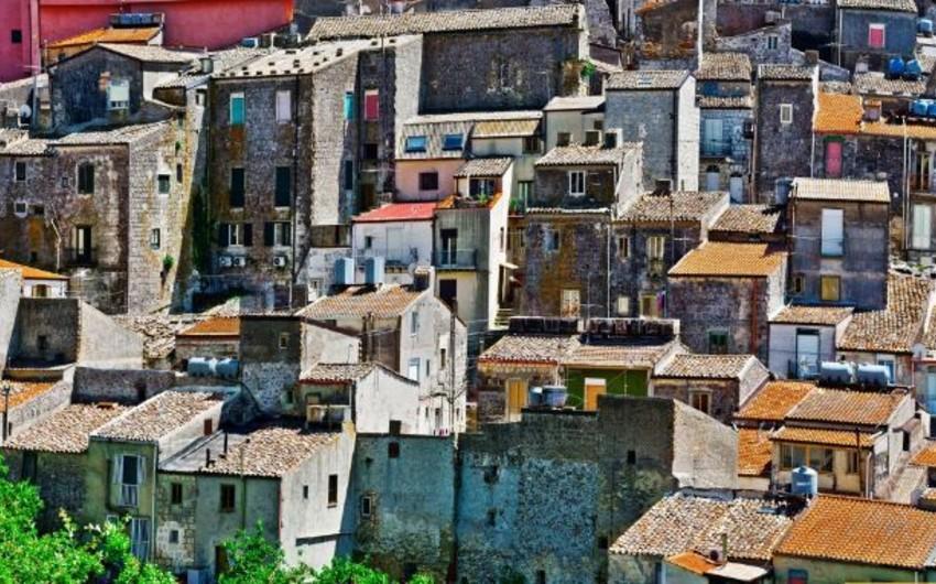 İtaliyada evlər bir avroya satışa çıxarılıb - FOTO