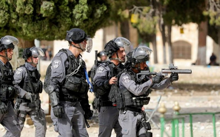 Around 215 Palestinians suffer in clashes in Jerusalem