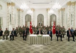 Эрдоган встретился с турецкими военными, действующими в мониторинговом центре в Агдаме