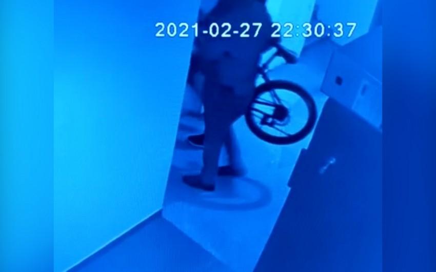 Bakıda velosiped oğruları kameraya düşdü - VİDEO