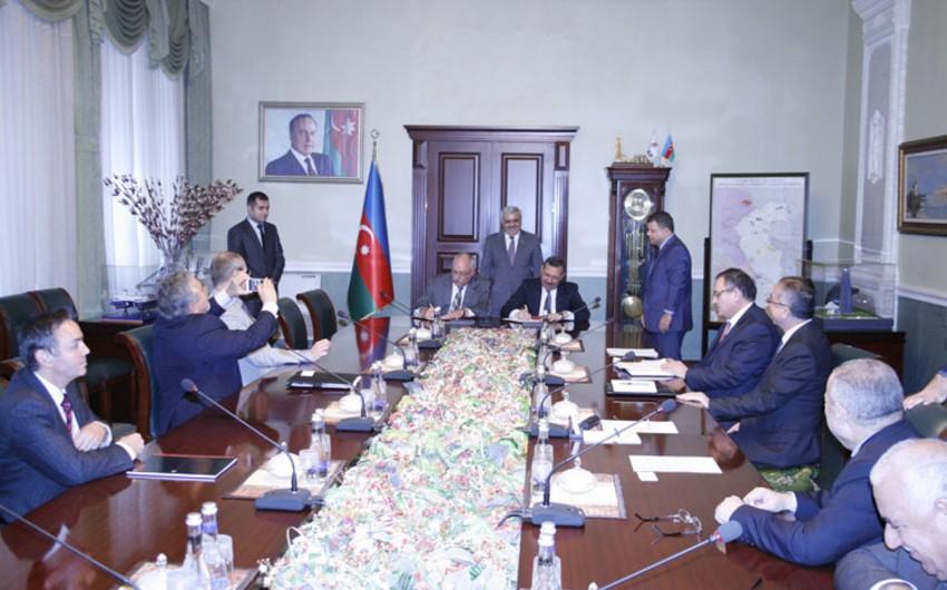SOCAR подписал очередной контракт по проекту реконструкции НПЗ имени Гейдара Алиева