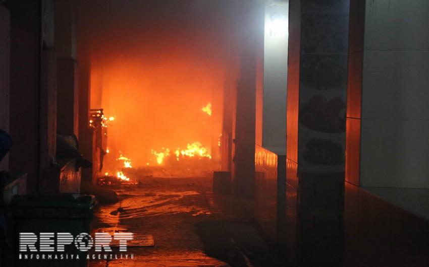 В Баку в многоэтажном доме вспыхнул пожар