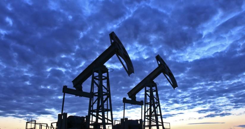 Цены на нефть продолжили снижение на данных о росте ее запасов в США