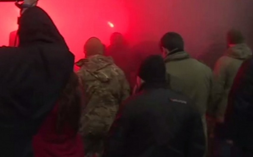 Odessada nümayişçilər şəhər meriyasını əhatəyə alıblar