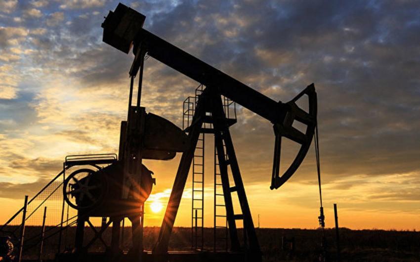 Цена нефти Brent опустилась ниже $74 впервые с 5 июня