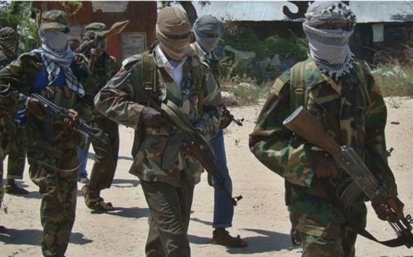 Somali: əş-Şəbab liderlərindən biri təslim olunub