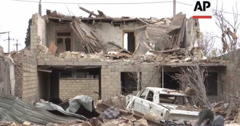 Репортаж Associated Press о тяжелых последствиях ракетной атаки на Гянджу