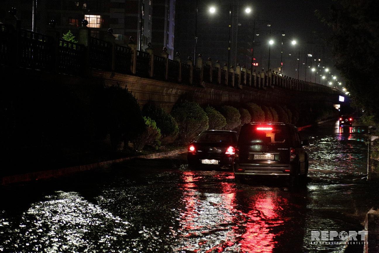 Дожди в Баку вызвали ряд проблем, исполнительные власти предпочитают отмалчиваться - ПОЛНЫЙ СПИСОК