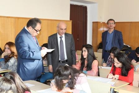 BDU-nun rektoru imtahan prosesini izləyib