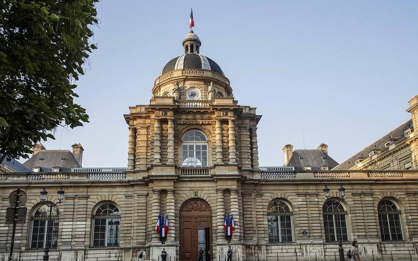 Сенат Франции изменил и одобрил законопроект о борьбе с коронавирусом