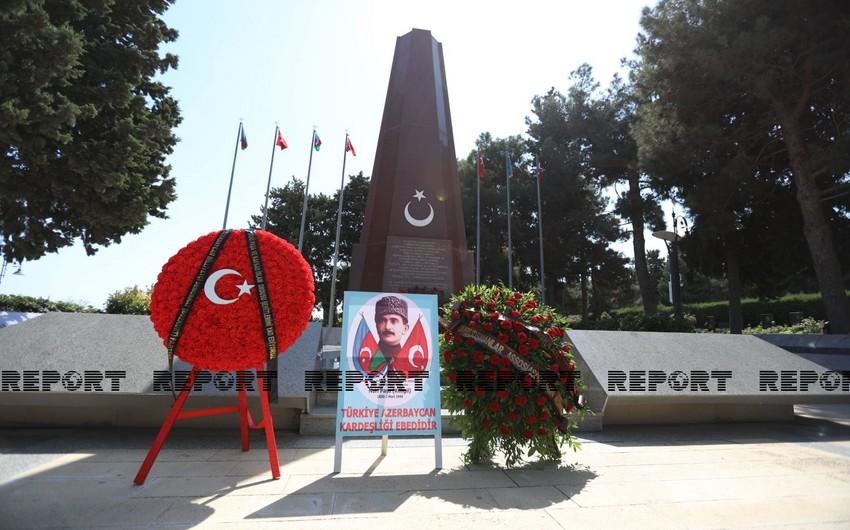Группа представителей политических партий Азербайджана посетила Мемориал турецким воинам в Баку