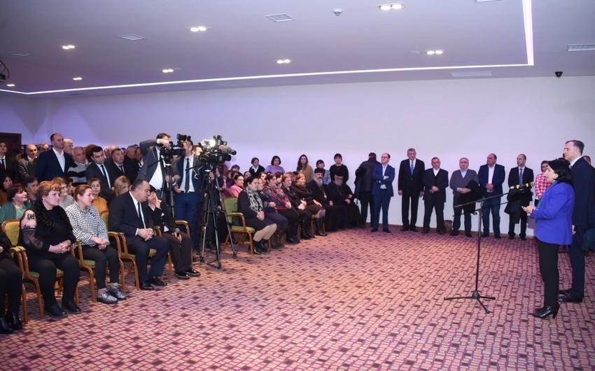 Gürcüstan Prezidenti Qaxda gürcü icması ilə görüşüb