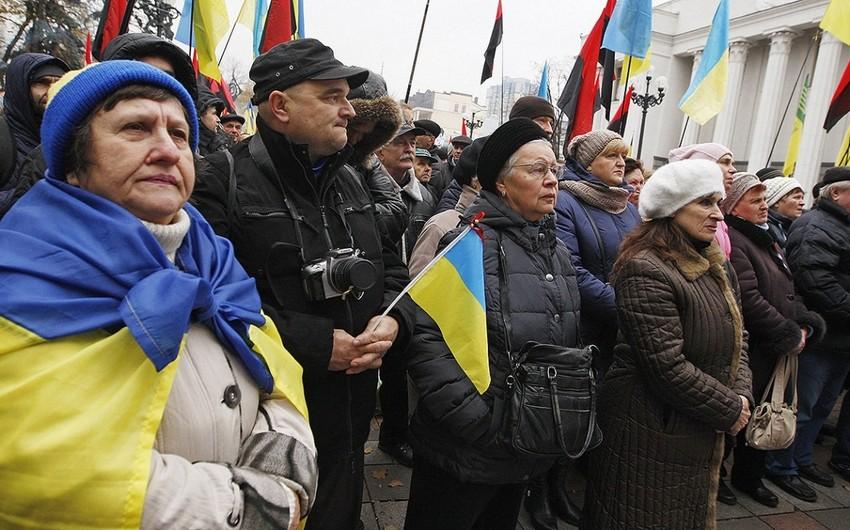 Ukraynalıların 85 faizi maaşlarından narazıdır