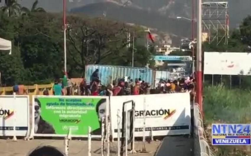 Venesuela-Kolumbiya sərhədində müxalifətçilərlə hərbçilər arasında toqquşma olub