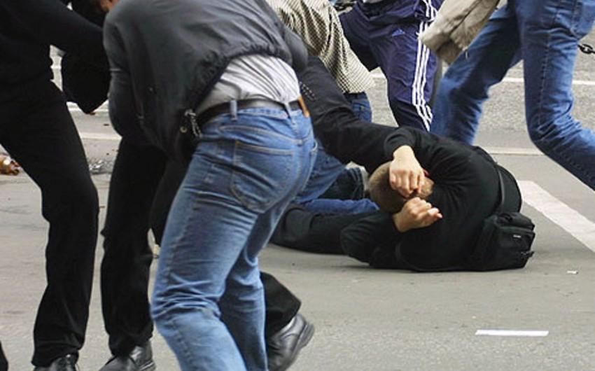 В Баку произошла массовая драка при участии двух братьев, двое полицейских получили ранения