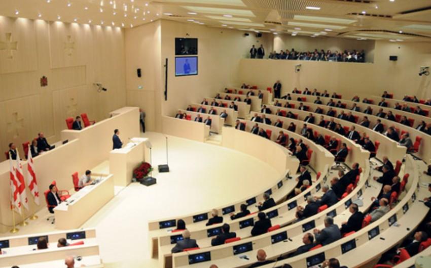 Gürcüstanda rəyi soruşulanların əksəriyyəti parlamentin yerinin dəyişdirilməsini dəstəkləyib