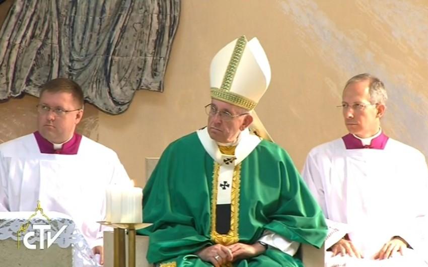 Папа Франциск прибыл в католическую церковь Баку