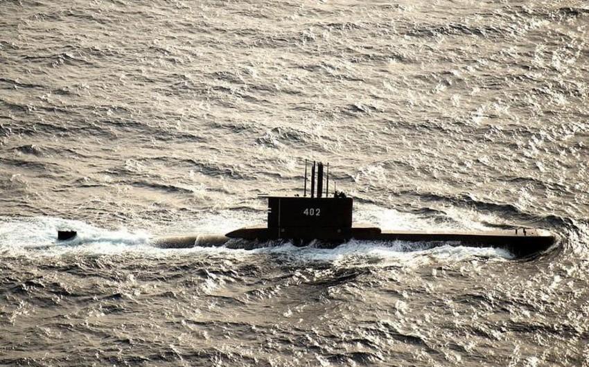 Submarine sinks, sailors sing Goodbye