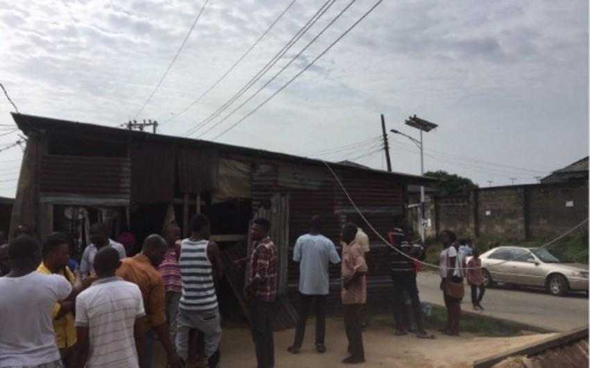 Nigeriyada elektrik naqili futbol mərkəzinin damına düşüb: 30 ölü - FOTO - VİDEO