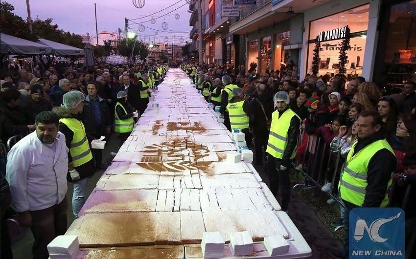 Yunanıstanda Yeni il münasibəti ilə 70 metr uzunluğunda tort bişirilib