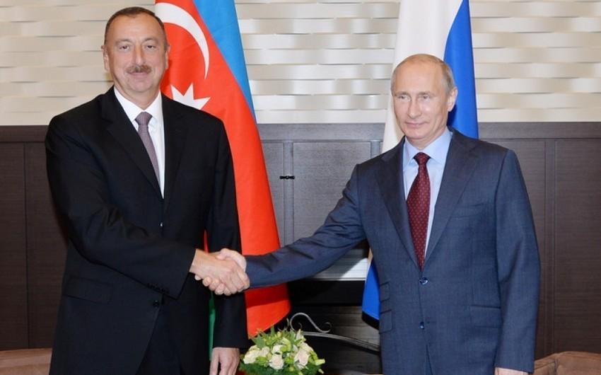 Президент Ильхам Алиев поздравил Владимира Путина с Днем рождения