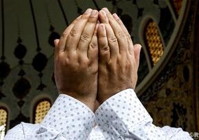 Eid prayer in Taza Pir mosque - PHOTO