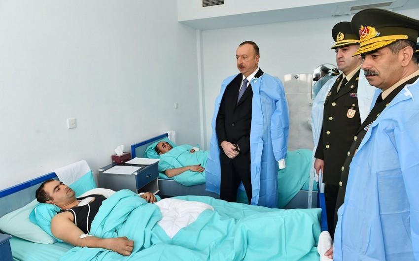 Ali Baş Komandan İlham Əliyev müalicə olunan yaralı hərbçilərə baş çəkib